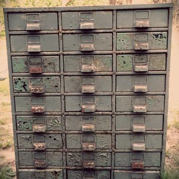 Old Rusty Toolbox: Chipped Paint Obsession.