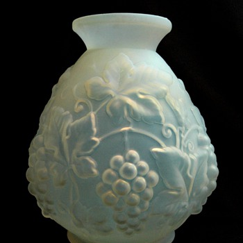 "large art deco ETALEUNE /ETLING vase model ""PAMPRES"""