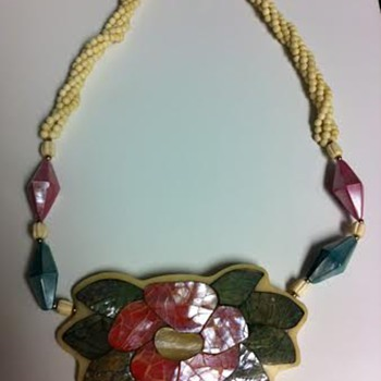 Does anyone know what type of this necklace this? - Costume Jewelry