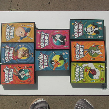 LARGE BLACK BOX TAPES, 11 LOONY TUNES,/ 12  VINTAGE CARTOONS EACH BOX - Movies