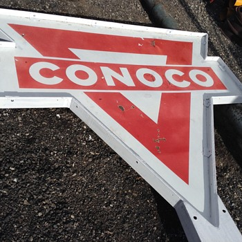 Another nice Conoco sign goes up - Petroliana