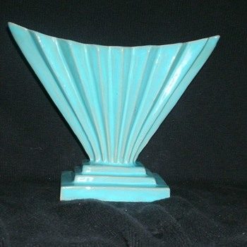 Italian Pleated Fan Vase ( In the Art Deco Style) - Art Pottery