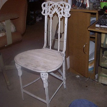 OLD WROUGHT IRON FOLDING CHAIRS - Furniture