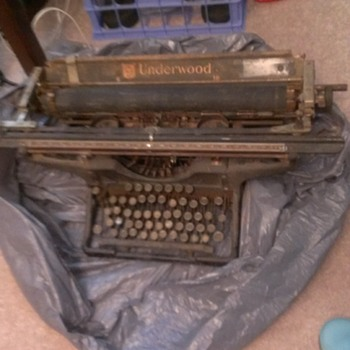 Great Great Great Granny's old typewriter - Office
