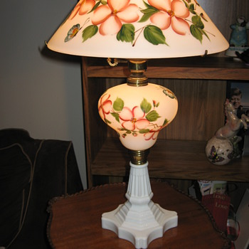 Hand painted milk glass electric lamp - Lamps