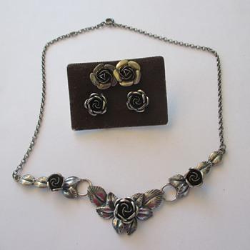 Theodor Klotz Teka silver rose necklace + earrings - Fine Jewelry