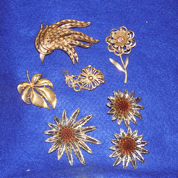 Mixed Gold Brooch Lot Sarah Coventry set