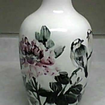 CHINESE PORCELAIN BIRD VASE - Asian