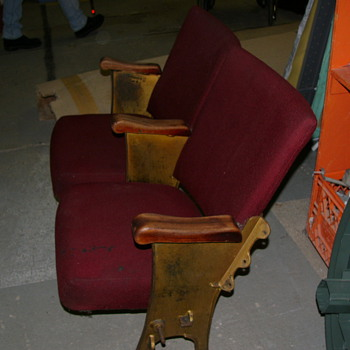 Bank of 2 vintage theater seats from the Nelson civic theater( Nelson, BC)