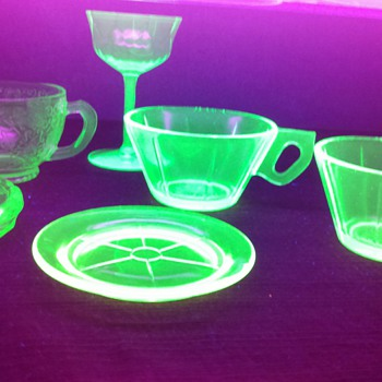 Lot of Uranium Glass found Today - Glassware