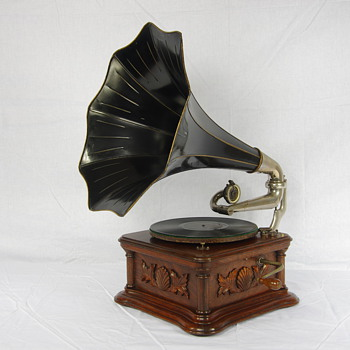 G&T Cockleshell gramophone 1904/10 - Records