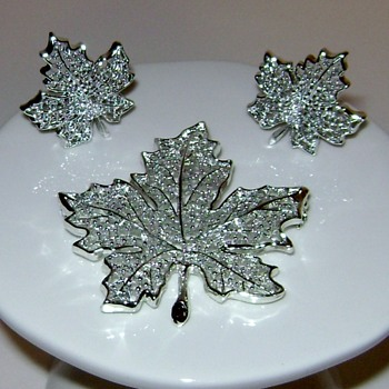 Sarah Coventry Brooch and Earrings - Summer Frost - Costume Jewelry