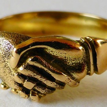 UNUSUAL ANTIQUE GEORGIAN 14K FEDE HANDSHAKE FRIENDSHIP RING