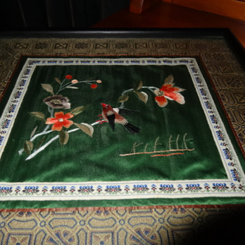 Framed Chinese embroidery Vintage.
