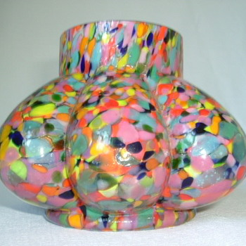 Kralik Spatter Glass Rose Bowl
