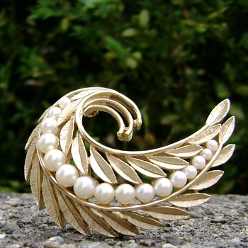 Vintage Trifari Pearl & Leaves Brooch - Costume Jewelry
