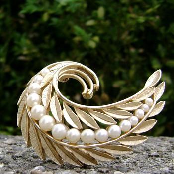 Vintage Trifari Pearl & Leaves Brooch