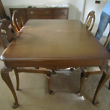 Looking for guidance--1935 Queen Anne dining room set - Furniture