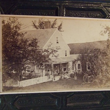 Civil War era cdv of a family and their house