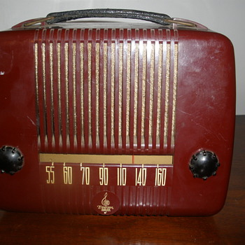 Emerson Bakelite Portable Radio NEED HELP