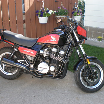 1984 HONDA CB700 NIGHTHAWK S. - Motorcycles