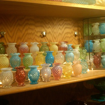 COLLECTION OF FENTON HOBNAIL MINI VASES