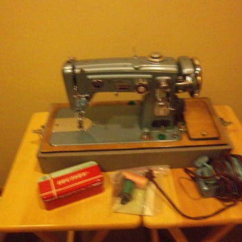 Mother in law's sewing machine - Sewing
