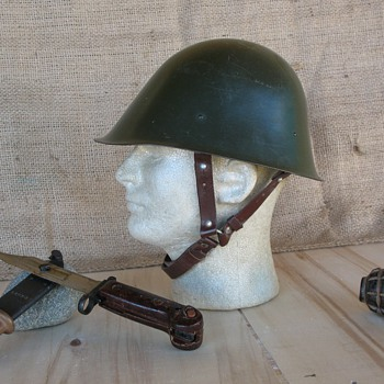 Romanian M73 steel helmet dated 1976 - Military and Wartime