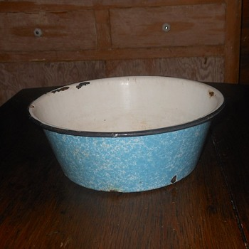 Small Graniteware Wash Basin