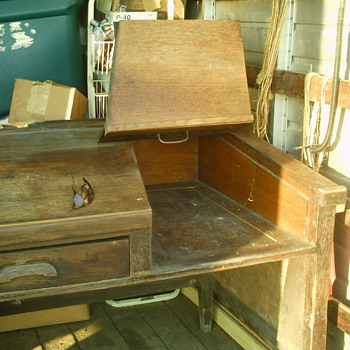 What is it ??? Slop top desk. - Furniture