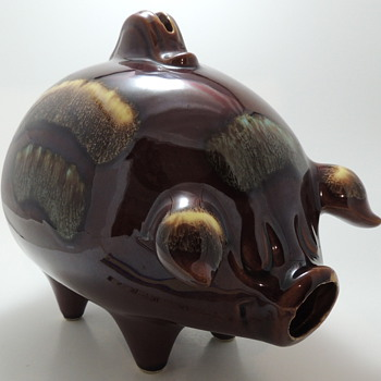 Hull U.S.A. POTTERIES 197 - Piggy Bank - Art Pottery