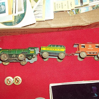 PRESSED TIN WIND UP TRAIN - Model Trains