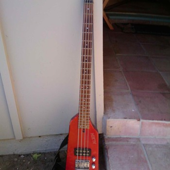 WHAT IS THIS BASS? - Guitars