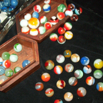 A small Collection of (old ?????) Marbles !! - Games