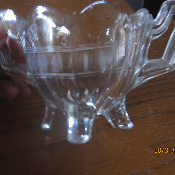 sugar bowl with four feet