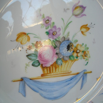 Charger soft paste porcelaine hand painted