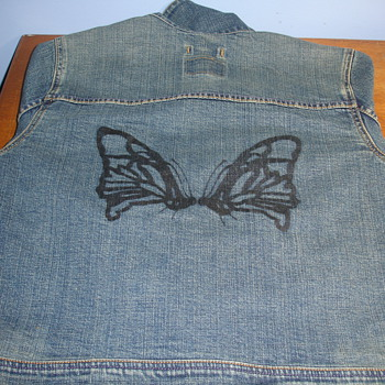 LEVIS WOMENS JACKET WITH DESIGN ON BACK - Womens Clothing
