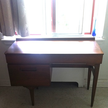 Imperial Stratford desk. - Furniture