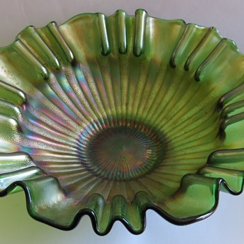 Green Carnival Glass Bowl - Fenton, Stippled Rays