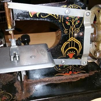 1940's Casige Chain Stitch Toy Sewing Machine