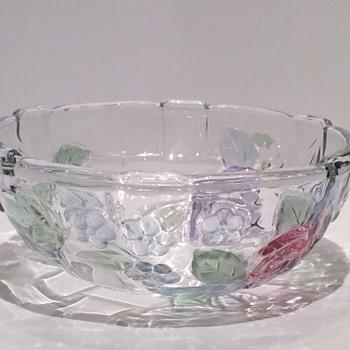 Stunning glass bowl - Glassware