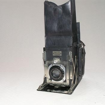 Newman & Guardia, Folding Reflex Camera, 1921.