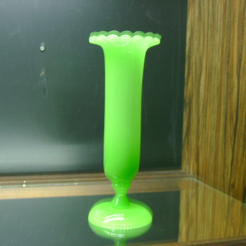 Mystery Green Opaline Vase With Uranium Vaseline Beauty - Art Glass