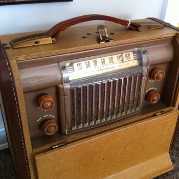 1947-1949 Bendix Portable Radio - Radios