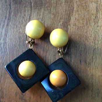 Huge bakelite earclips - Costume Jewelry
