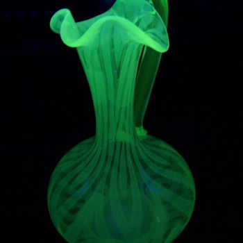 English Cruet? I cant find the pattern in the Opalescent Books! - Art Glass