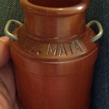 1909? New Zealand Matai wood turned pot.