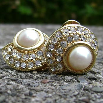 Vintage Monet Earrings - Costume Jewelry
