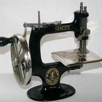 Old Singer Hand Crank Child's Sewing Machine Cast Iron