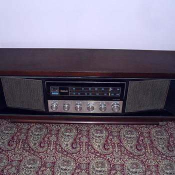 RCA Radio. Model RZC 290 W.